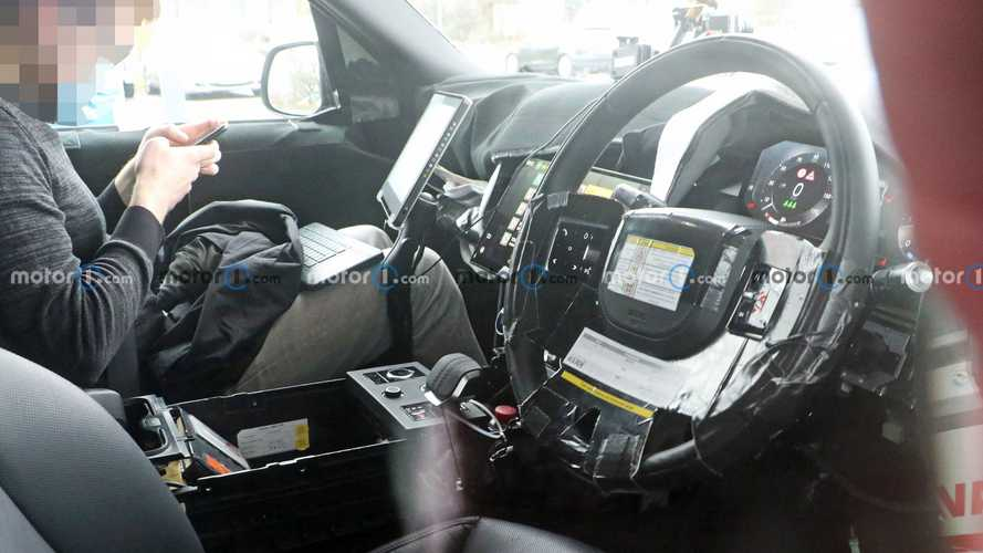 2022 Land Rover Range Rover spied with interior exposed