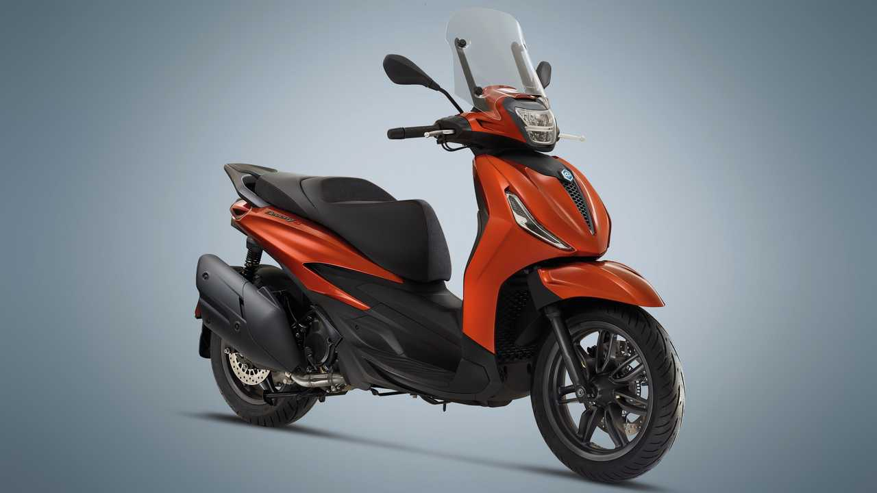 2021 Piaggio Beverly S 400 HPE - Right Side Angle