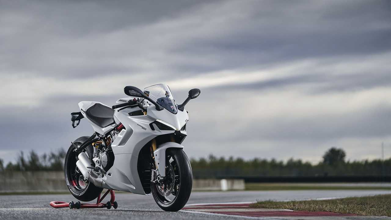 2021 Ducati SuperSport 950, Hero, Track