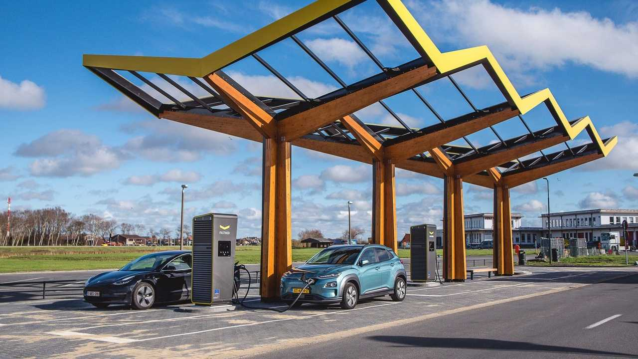 Fastned's first fast charging station in Belgium
