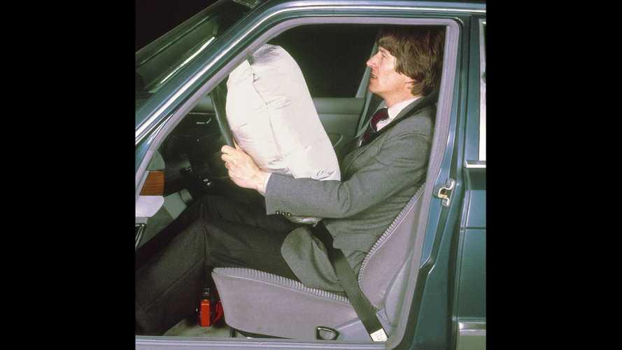 40 Jahre Fahrerairbag und Gurtstraffer bei Mercedes