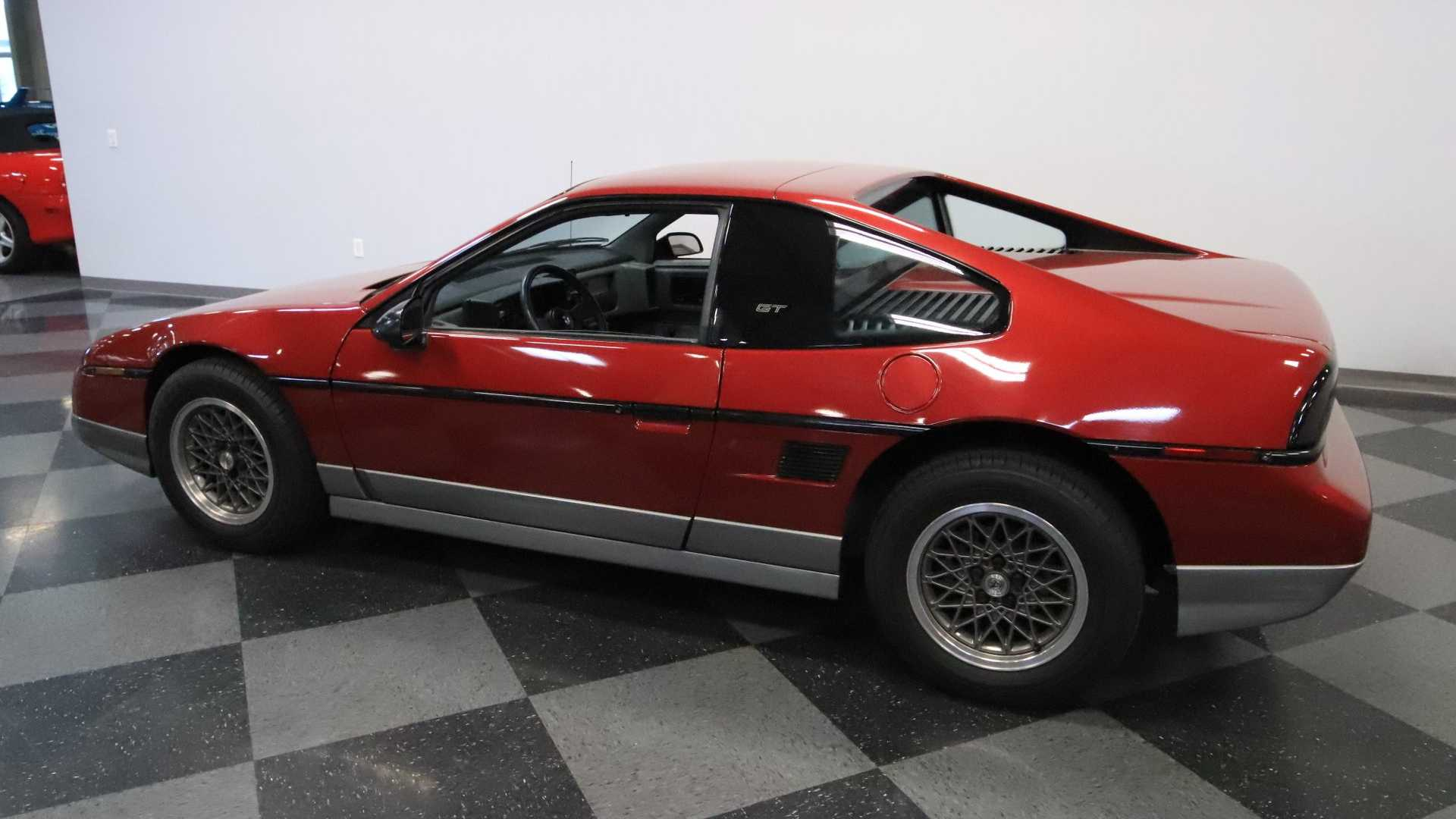 "[""1987 Pontiac Fiero GT: GM's Other Mid-Engine Coupe""]"