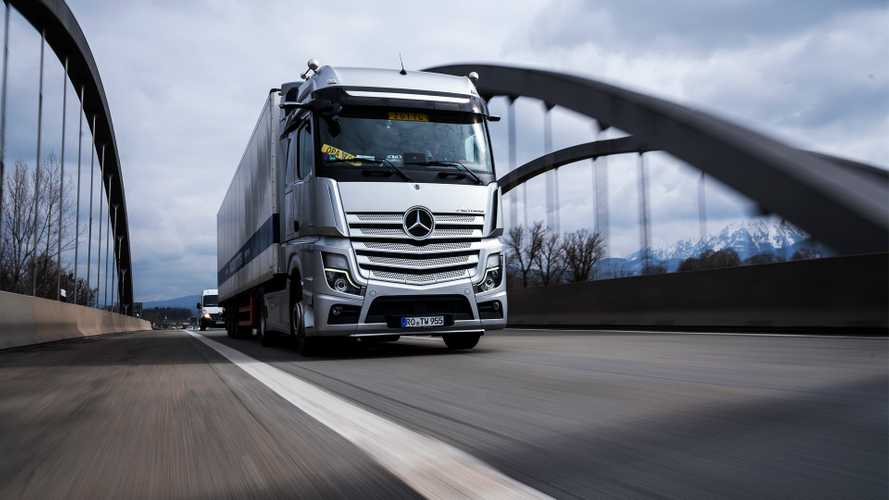 Mercedes-Benz Actros, la guida autonoma parte dai camion