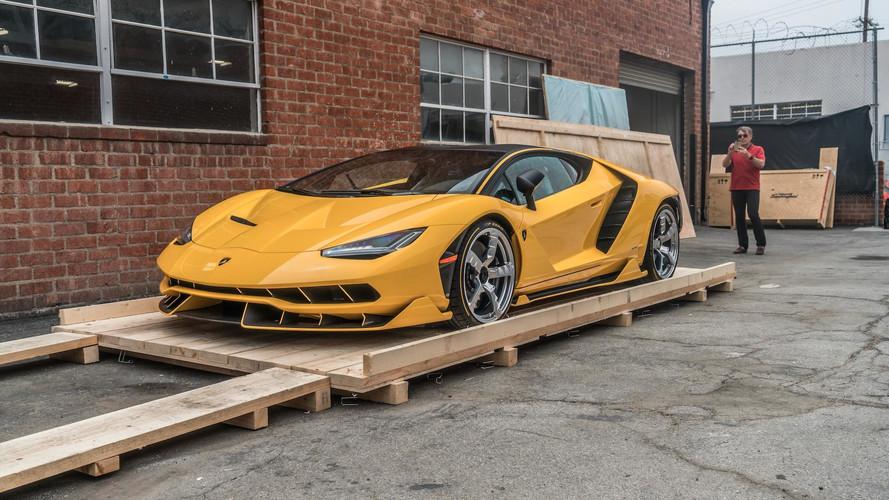 Egyedi fényezéssel érkezett meg Amerikába a Lamborghini Centenario