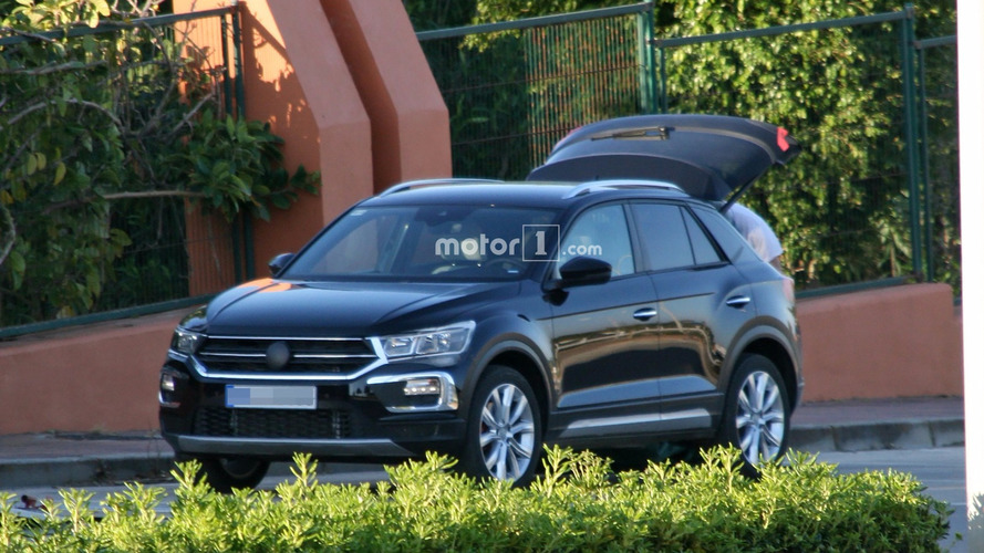 Flagra! - VW T-ROC, crossover do Golf,  surge quase sem disfarces