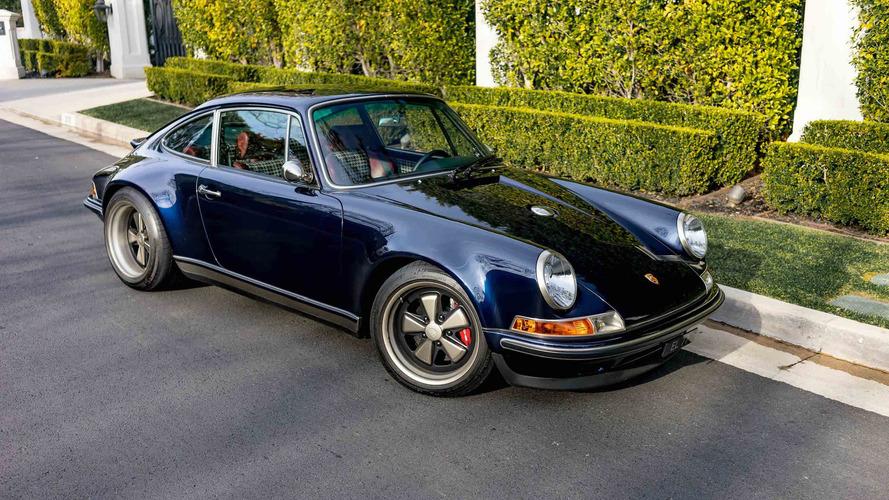 Günlük olarak Singer üretimi bir Porsche kullanan şanslı kişiyle tanıtışın