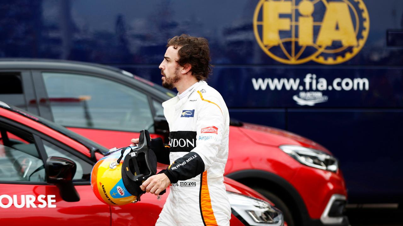 Fernando Alonso, McLaren, se retira de la carrera