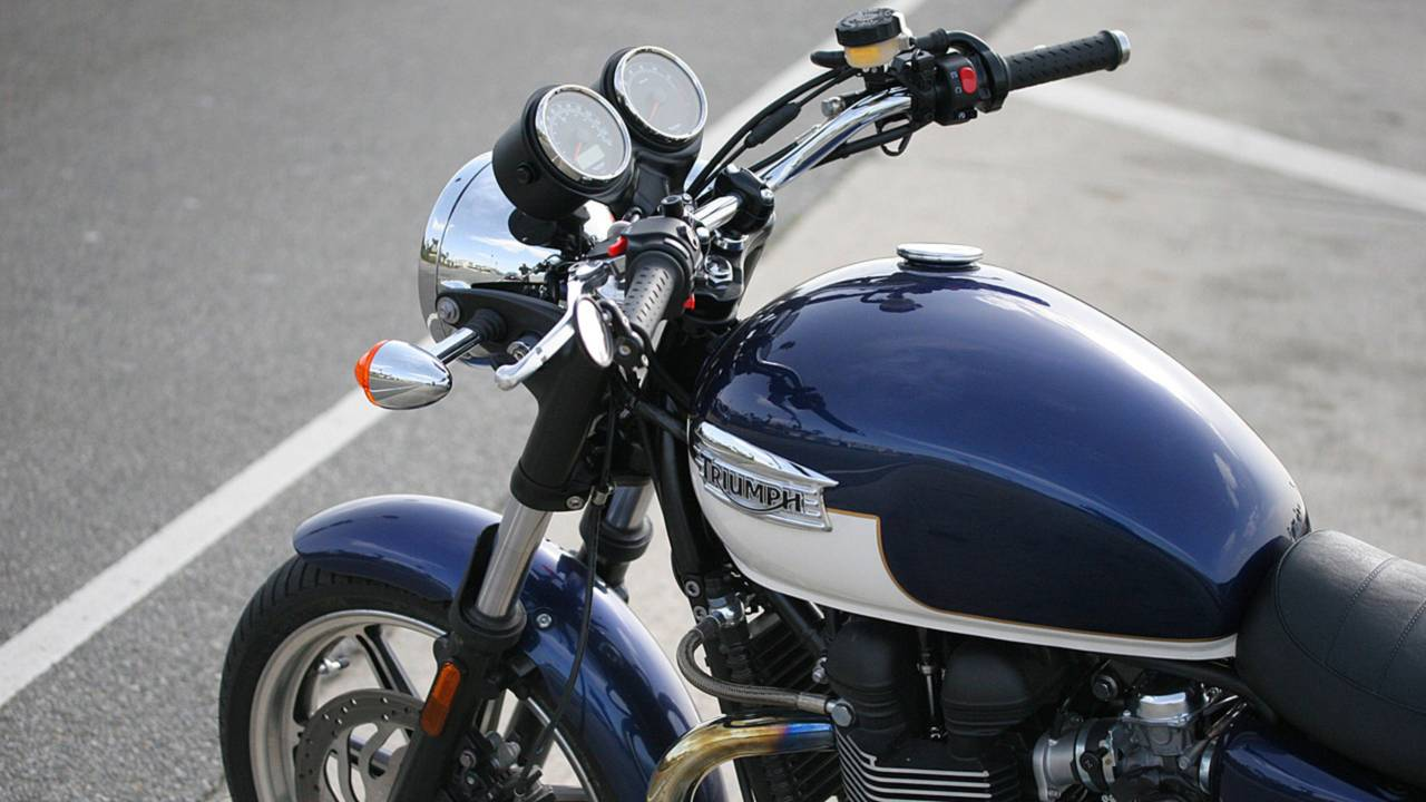 RideApart Review: Triumph Bonneville SE