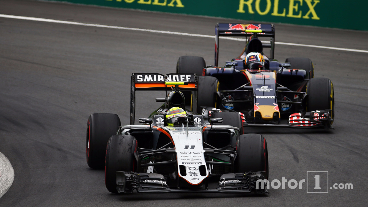 Sergio Perez, Sahara Force India F1 VJM09 and Carlos Sainz Jr., Scuderia Toro Rosso STR11