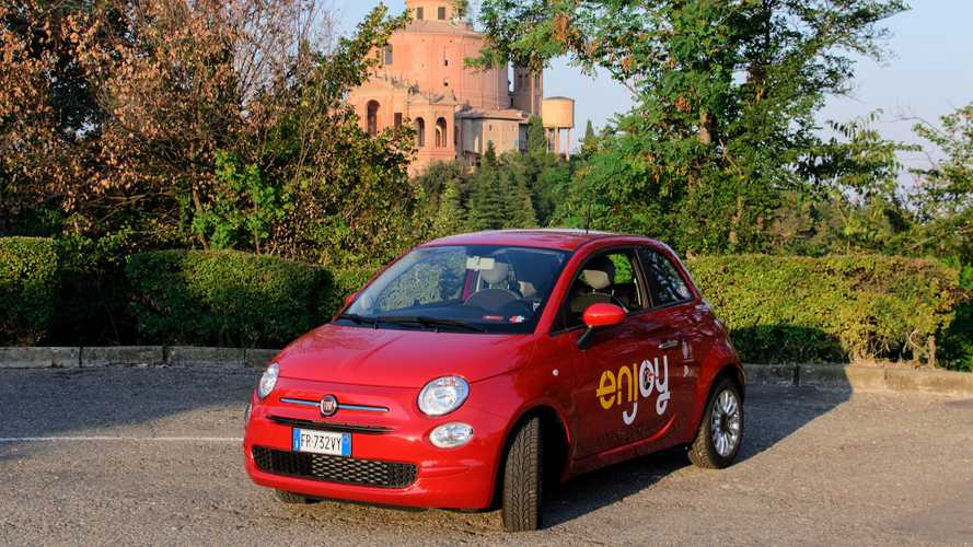Le Fiat 500 di Enjoy ora navigano con Waze
