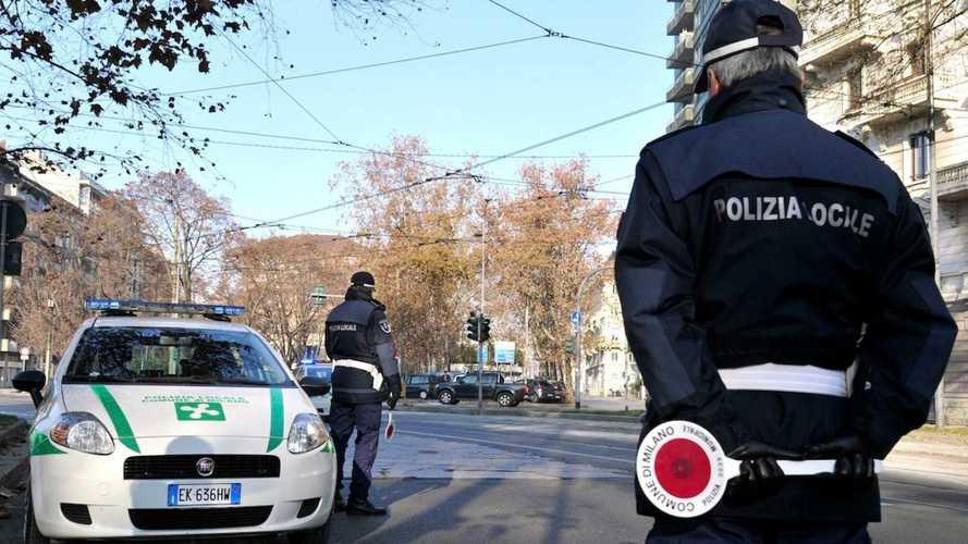 Blocco del traffico a Milano, la Regione va contro lo stop delle auto Euro 5 e 6