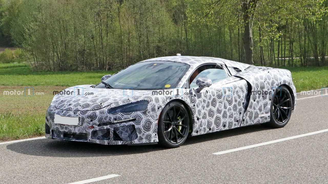 Шпионские фото «доступного» гибрида McLaren