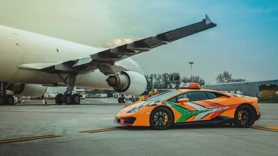 Un Lamborghini Huracan à propulsion à l'aéroport de Bologna