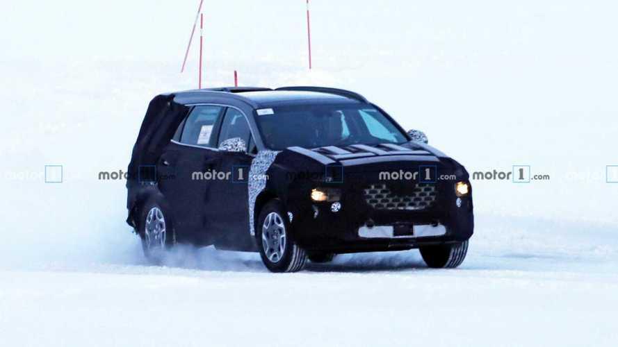 Hyundai Santa Fe facelift spy photos