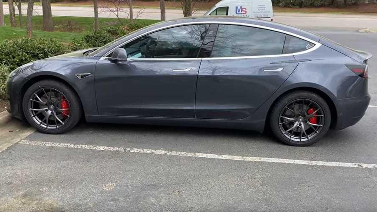 Tesla modell 3 teljesítmény 18 hüvelykes kerekek