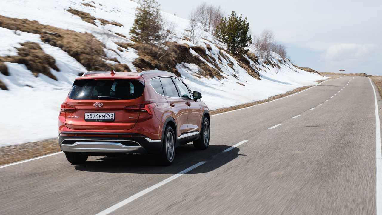 Обновленный Hyundai Santa Fe для России в динамике