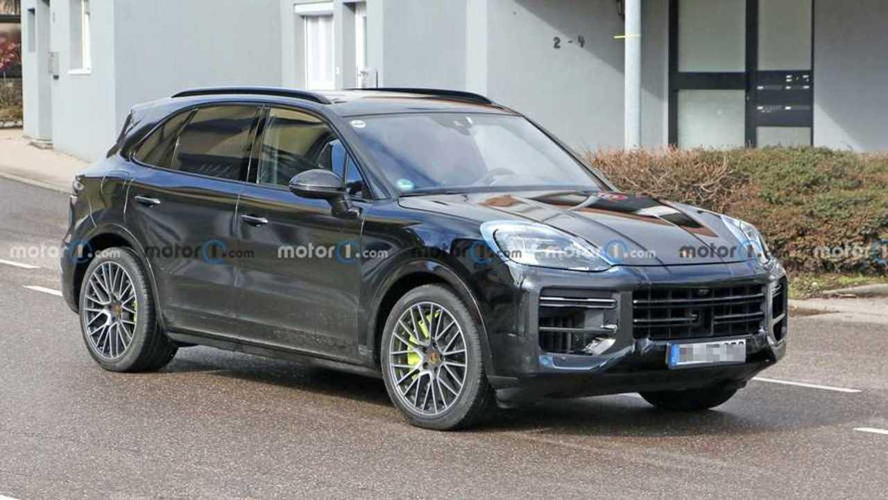 Ein Prototyp des Porsche Cayenne Facelift (2022) bei Tests in Deutschland