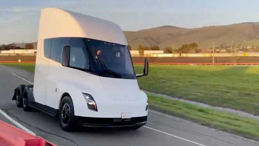 Caminhão elétrico Tesla Semi aparece em vídeo oficial antes do lançamento