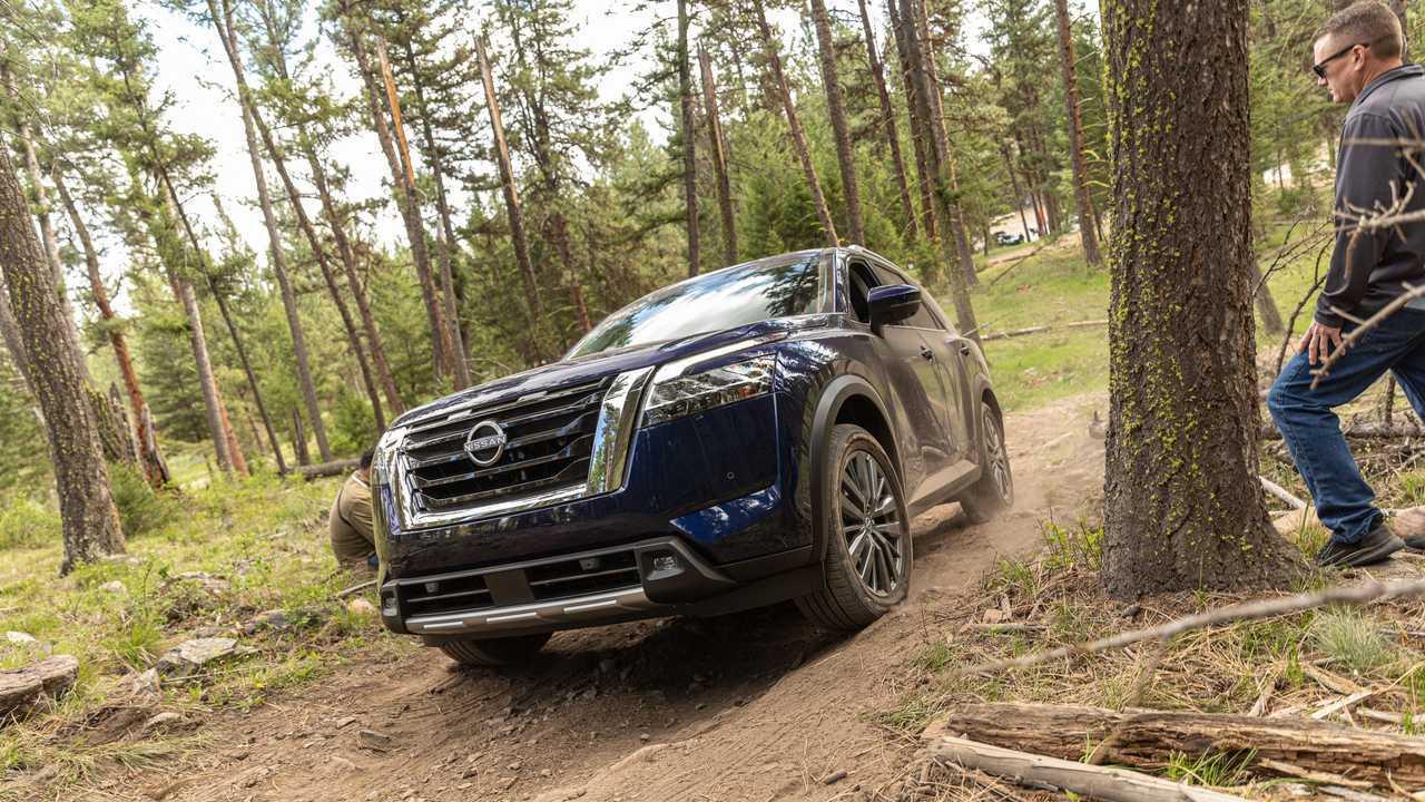 Nissan Pathfinder SL 2022 года для бездорожья