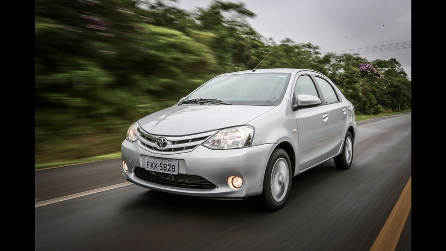 Teste CARPLACE: Etios Sedan XLS 2014 mostra que tapa no interior é refresco