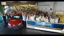 Renault comemora a marca de 700 mil veículos de passeio produzidos no Brasil