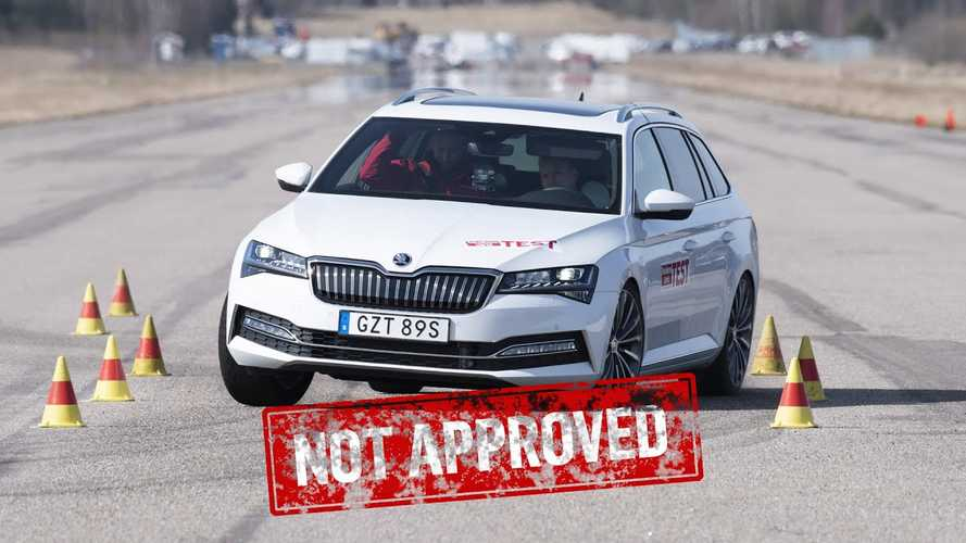 2020 Skoda Superb iV, VW Passat GTE Fail The Dreaded Moose Test