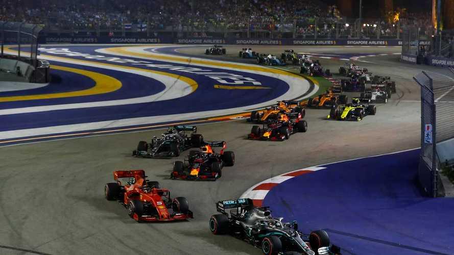 Lewis Hamilton, Mercedes AMG F1 W10, leads Sebastian Vettel, Ferrari SF90, Max Verstappen, Red Bull Racing RB15, Valtteri Bottas, Mercedes AMG W10, Alexander Albon, Red Bull Racing RB15, Carlos Sainz Jr., McLaren MCL34, and the remainder of the field at the start