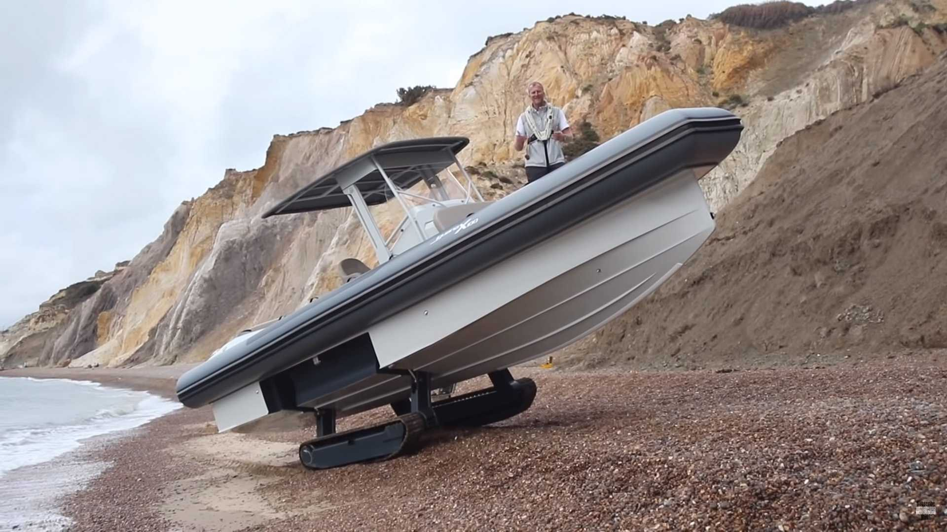 Iguana X100 boat combines hull and tank treads for go-anywhere fun