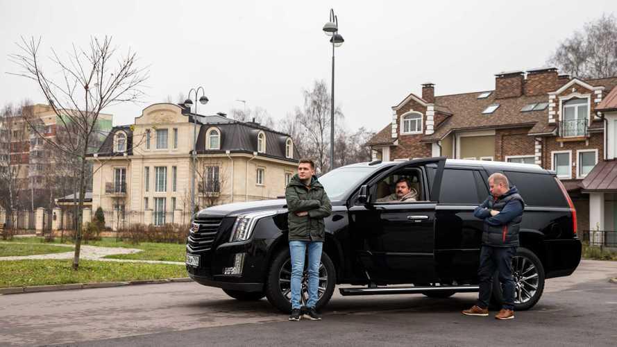 Как очень черный Cadillac Escalade заставил нас поспорить