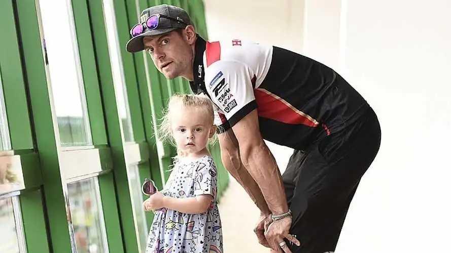 """Crutchlow y la retirada: """"Quiero llevar a mi hija a la escuela"""""""