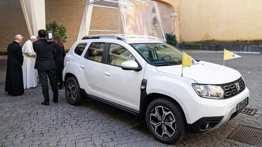 Dacia Duster donated to Pope Francis