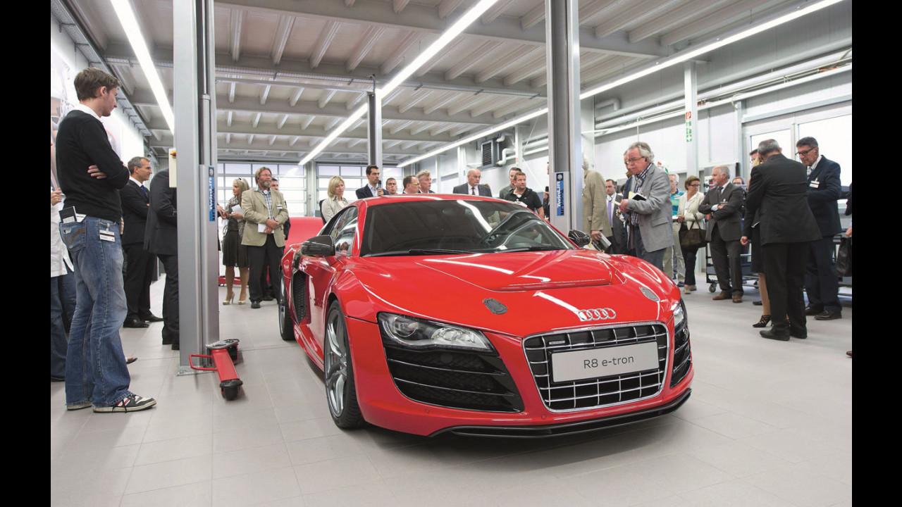 L'Audi R8 e-tron sulla catena di pre-produzione