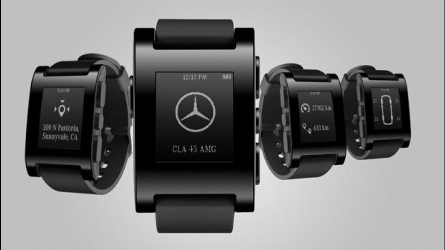 Mercedes presenta l'orologio connesso all'auto