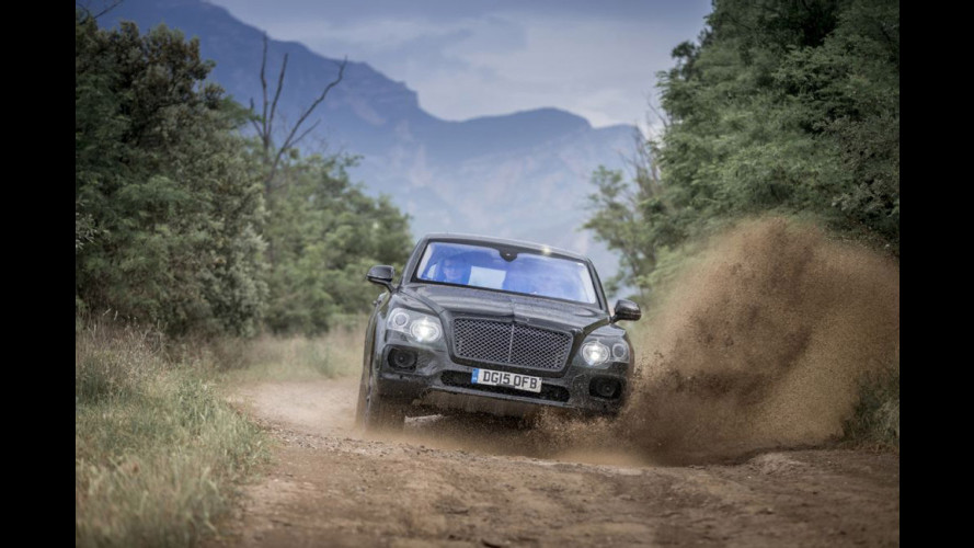 Bentley Bentayga, prove di SUV in fuoristrada [VIDEO]