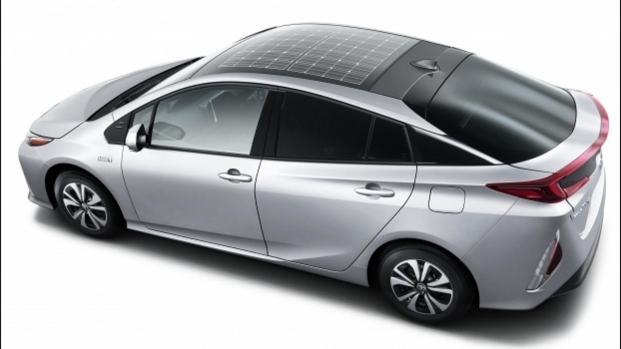 [Copertina] - Toyota Prius Plug-in Hybrid, la prima coi pannelli solari