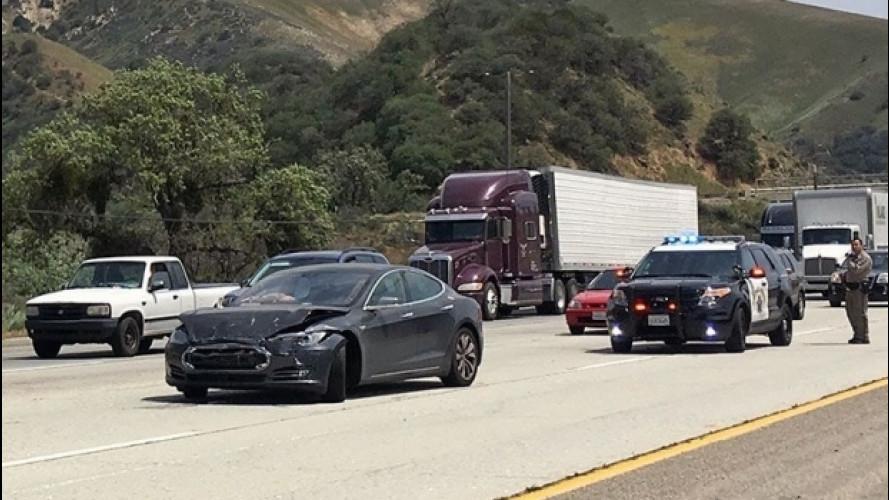 Incidente Tesla, scagionato il sistema di guida semi-automatica