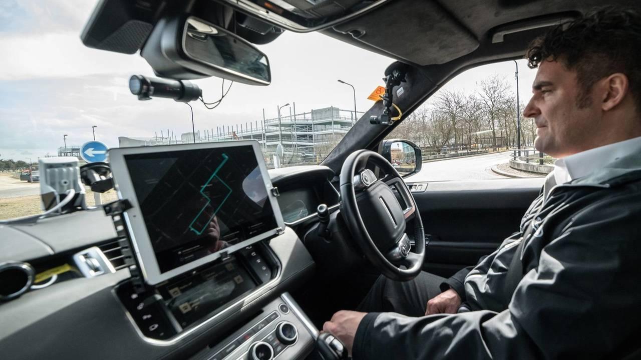 Jaguar Land Rover car valet autonomo