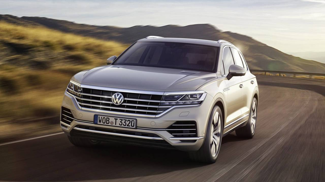 discover top 10 tech features of the 2019 vw touareg. Black Bedroom Furniture Sets. Home Design Ideas