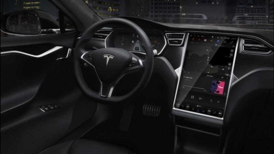 Tesla, guida autonoma alla fine del 2017