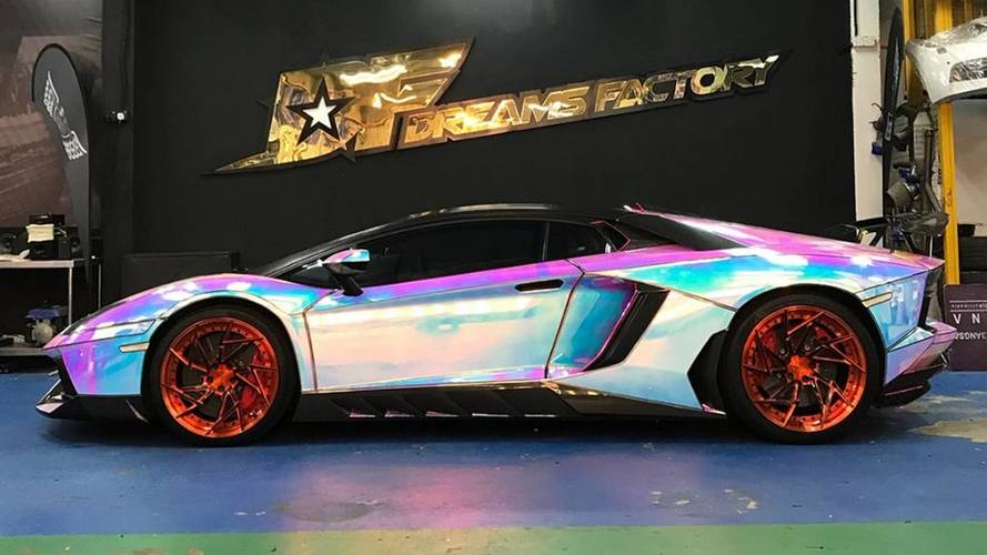 Lamborghini Aventador hologramos fényezéssel