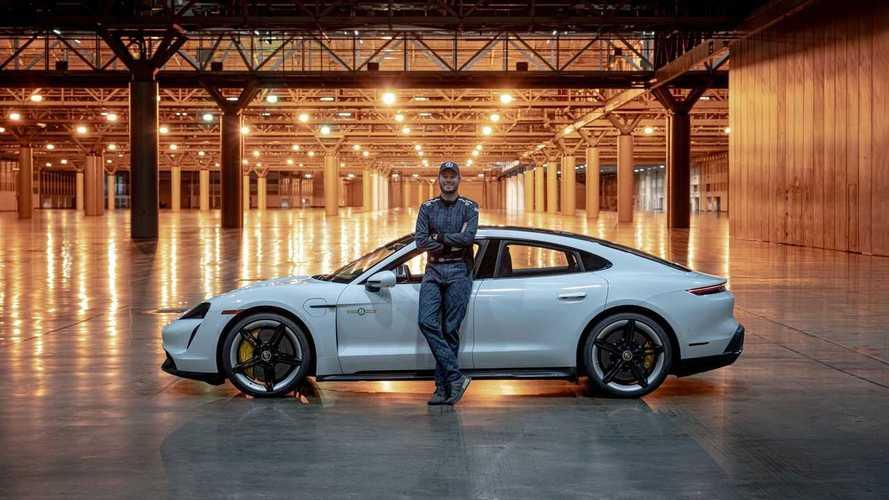 Porsche Taycan Turbo S установил рекорд скорости в помещении