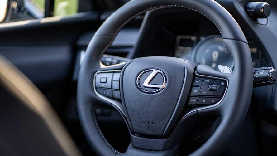 Lexus UX 300e, la prova
