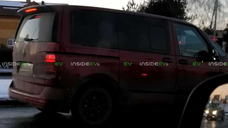 VW ID Buzz, Transporter Gövdesi Altında Test Ediliyor