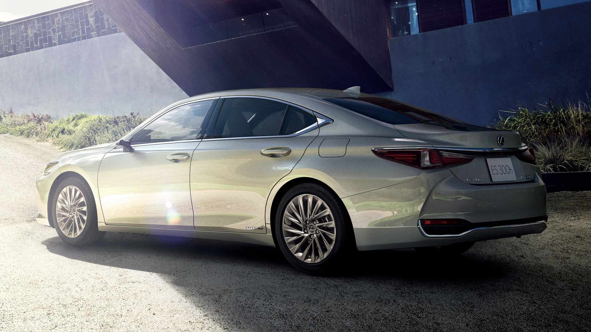 Lexus Es For Japan Is First Production Car With Digital Mirrors