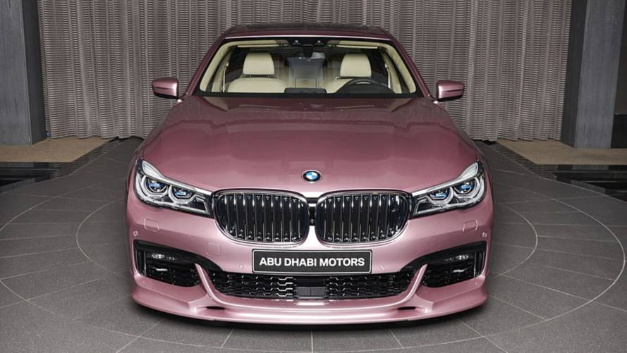 BMW M750Li xDrive de color Rose Quartz