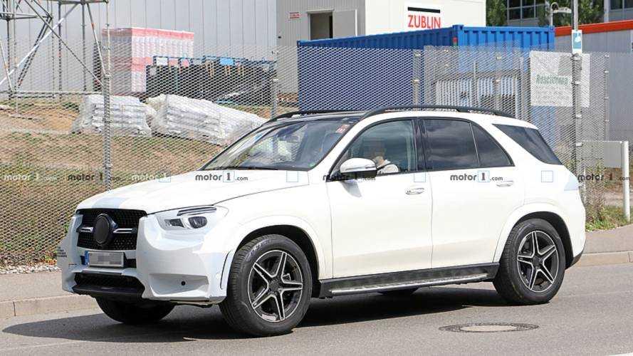 A Mercedes már az új GLE figyelemfelkeltő kampányát is elkezdte