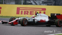 Esteban Gutierrez, Haas F1 Team, recovers after a spin