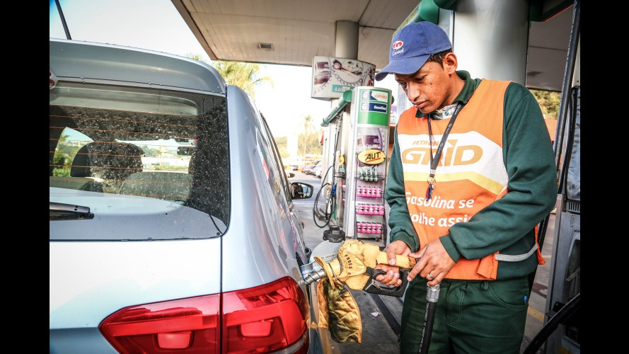 Carros não flex podem usar gasolina com 27% de etanol sem riscos, diz Anfavea
