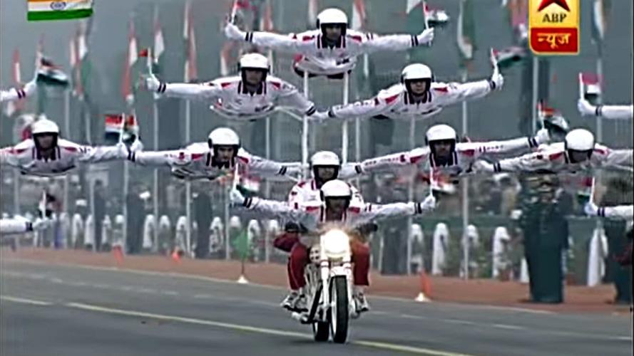 Hindistan, Cumhuriyeti motosiklet şovuyla kutladı