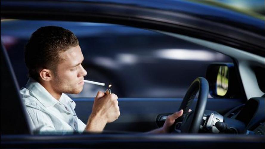 Fumo in auto, arriva il divieto con multe salate